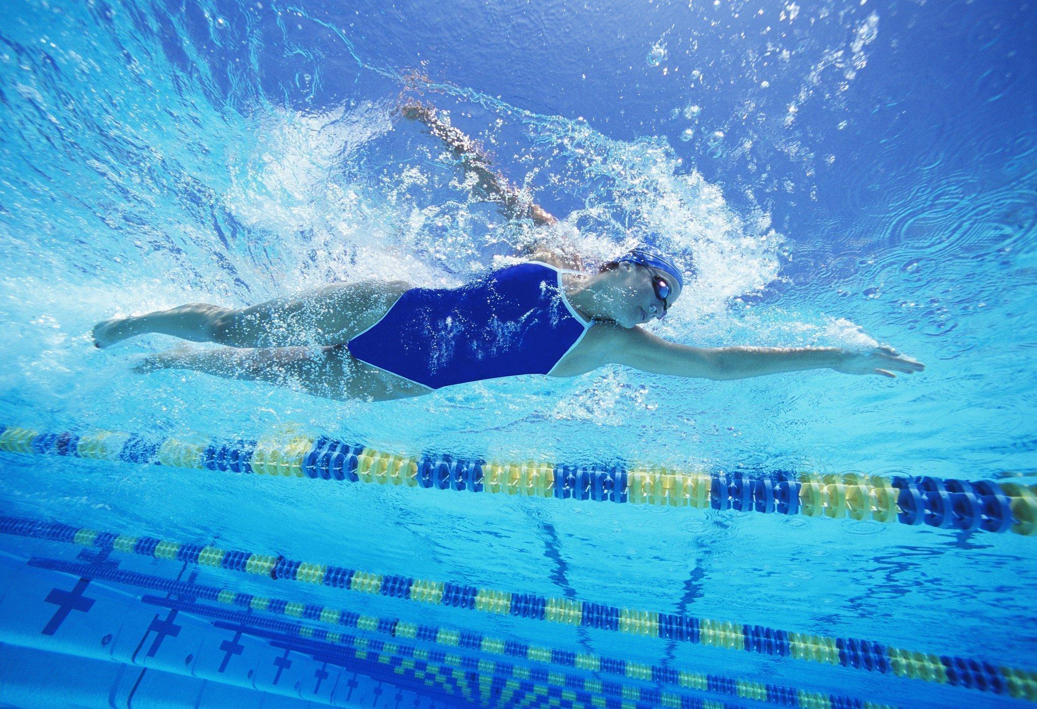 vuelta al gimnasio y a la piscina el cloro